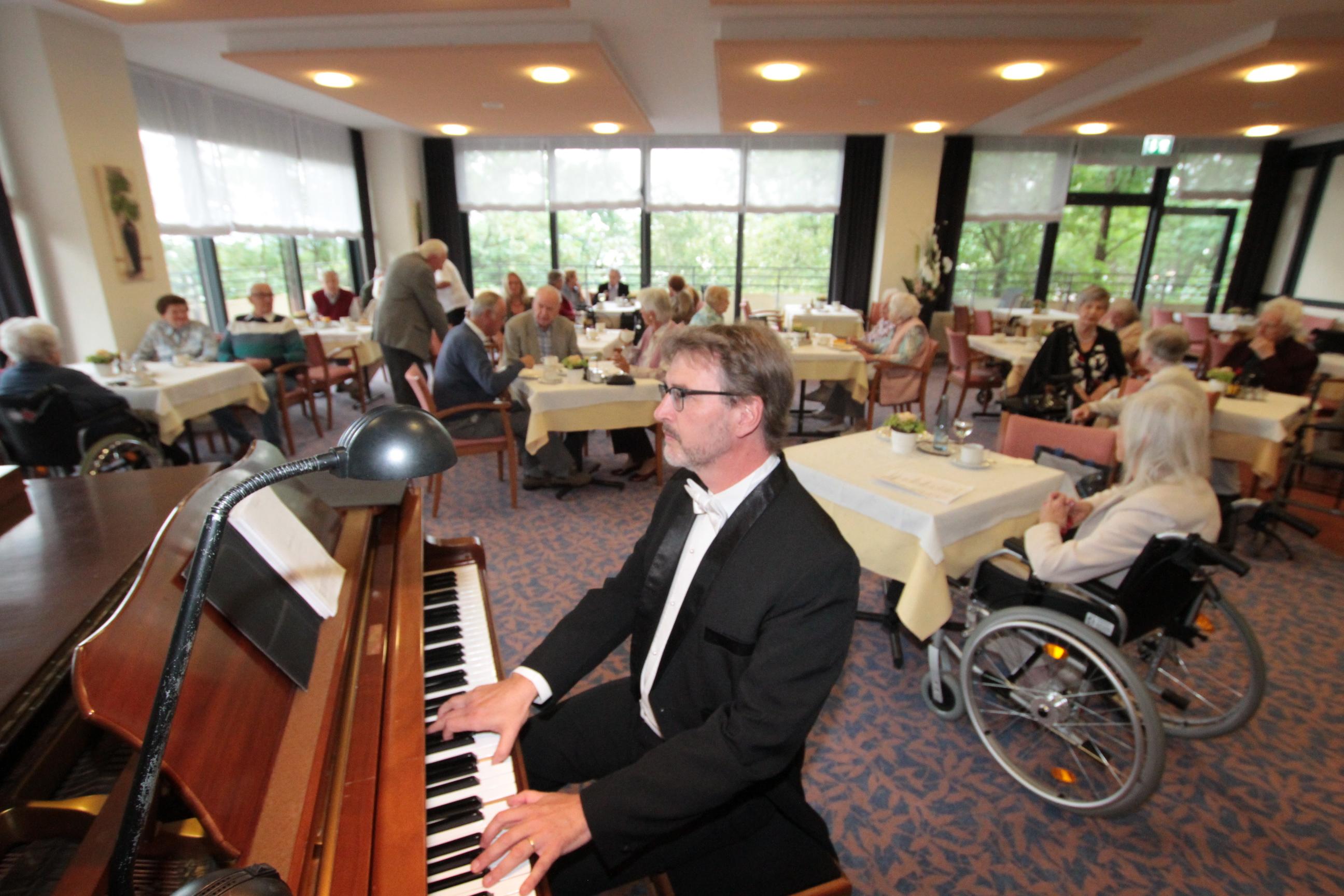 Poesie trifft auf Pianoklänge